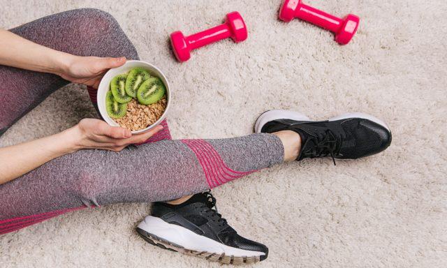 أيهما أفضل؟ تناول الطعام قبل ممارسة تمارين اللياقة البدنية أم بعدها