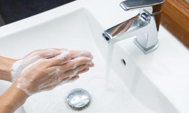 9 أشياء قذرة ..يجب غسل يديك على الفور بعد لمسها