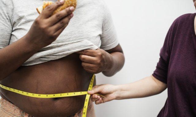 بالصور..9 عادات سيئة  تجعلك تكسب الوزن