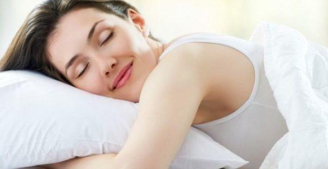 وضعيات النوم المختلفة: هل تستخدم أفضل وسادة لمساعدتك على النوم؟