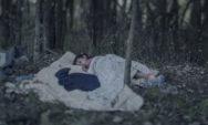 صور مؤلمة تظهر أين ينام أطفال اللاجئين السوريين؟