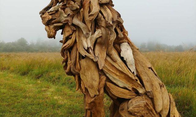 بالصور..30 منحوتات خشبية مذهلة صنعت من القطع الموجودة على الشواطئ