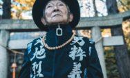 """بالصور…حفيد يقرر تغيير مظهر جده البالغ من العمر 84 عامًا ويجعله نجمًا في """"Instagram"""""""