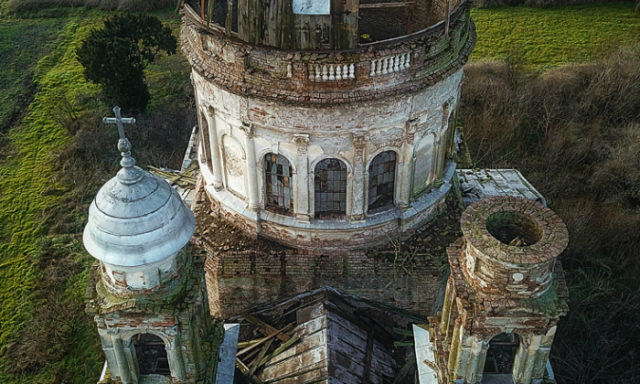 """استكشاف ضريح """"Csavosi """"المهجور في رومانيا(11 صورة)"""