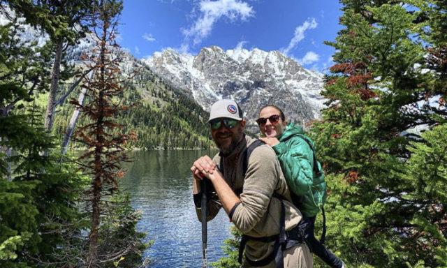 هي لا تستطيع المشي وهو لا يستطيع أن يرى لكن معًا استطاعا استكشاف جبال كولورادو ومساراتها!
