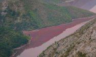شاهد بالصور البحيرة الحمراء الغامضة في مقدونيا
