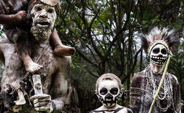 قبيلة غريبة تعيش في جزيرة نائية قرب الهند تقتل زوارها!