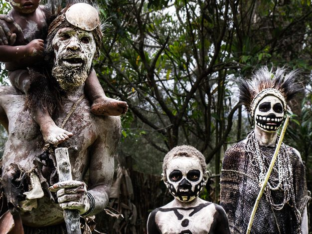 قبيلة غريبة تعيش في جزيرة نائية قرب الهند تقتل زوارها! 2
