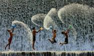 مرح الطفولة .. اصنع السعادة بأبسط الاشياء (في 30 صورة حول العالم)