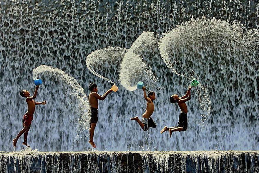 مرح الطفولة .. اصنع السعادة بأبسط الاشياء (في 30 صورة حول العالم) 31