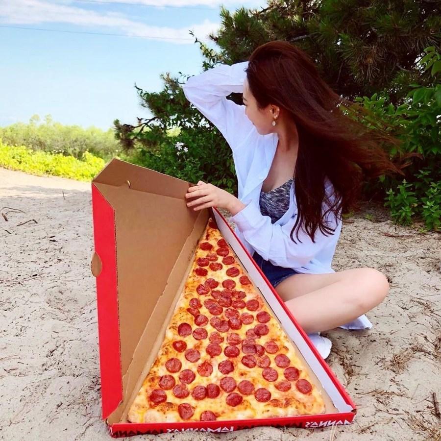 اكبر بيتزا في العالم