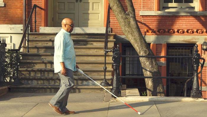 """مهندس أعمى اخترع """"عصا ذكية"""" تستخدم خرائط Google لمساعدة المكفوفين على التنقل 4"""