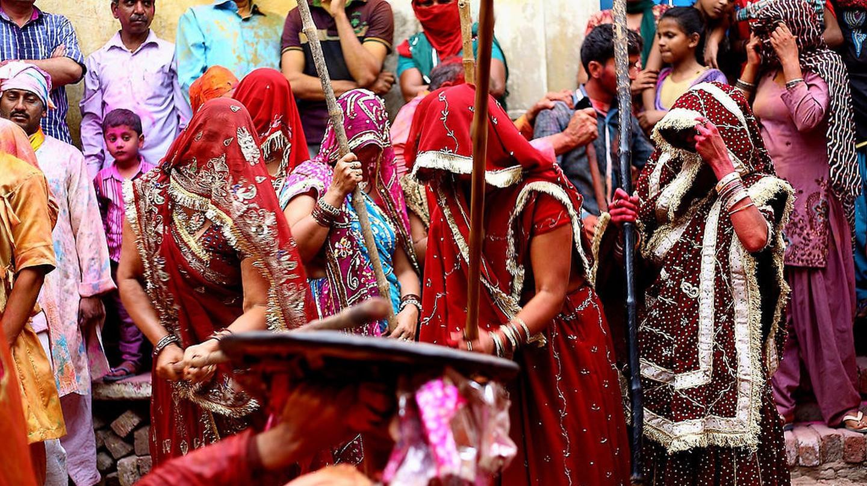 عادات وتقاليد غريبة في الهند