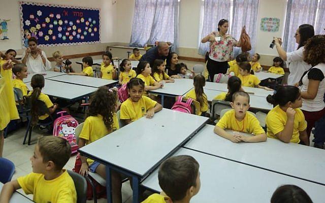اذاعة مدرسية كاملة الفقرات