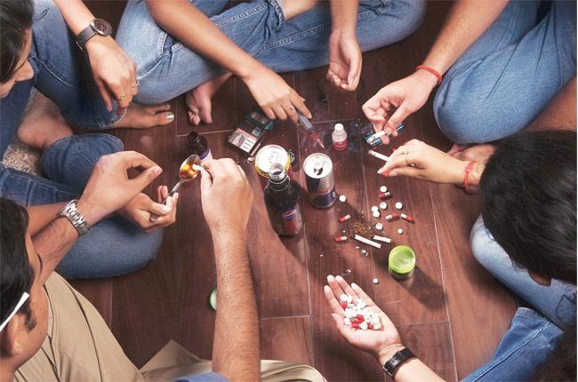 قصص مؤلمه من عالم المخدرات