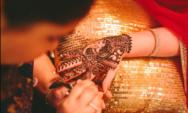 تفسير الاحلام الحناء في المنام دلالاتها العامة وللعزباء والمتزوجة والحامل