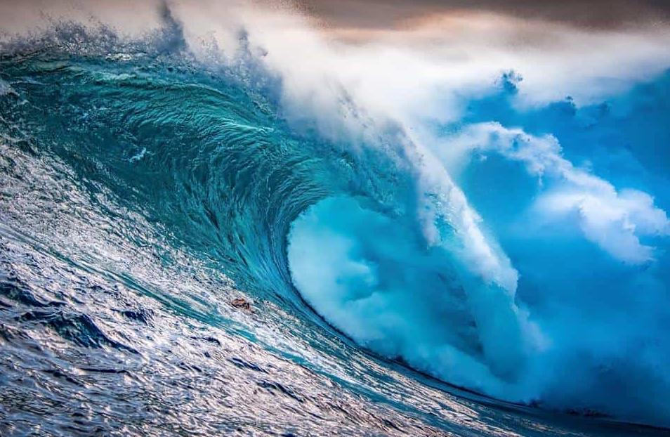 تفسير رؤية البحر في المنام الهادئ والثائر