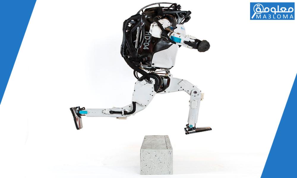 بعد كتابة الأوامر يمكنك تحريك الروبوت بالضغط على …